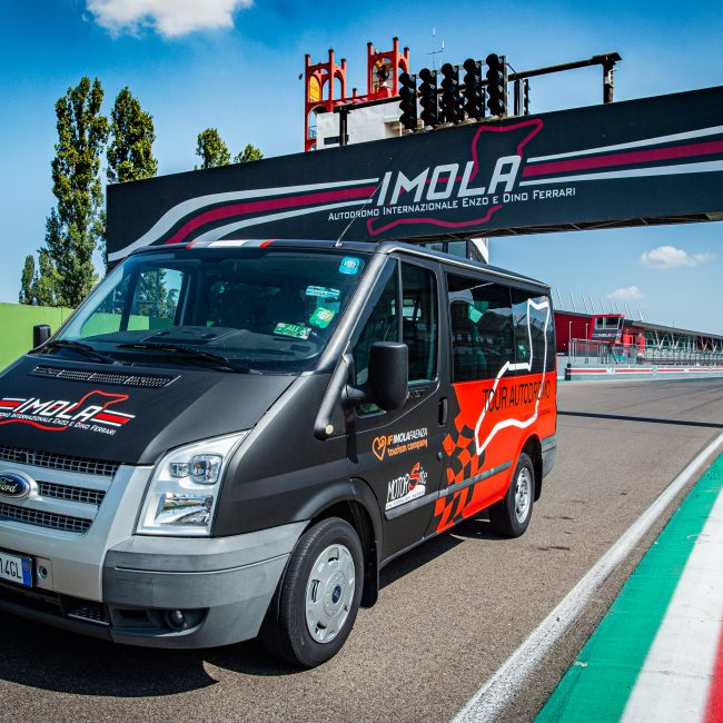 Guided visits to Enzo and Dino Ferrari Racetrack