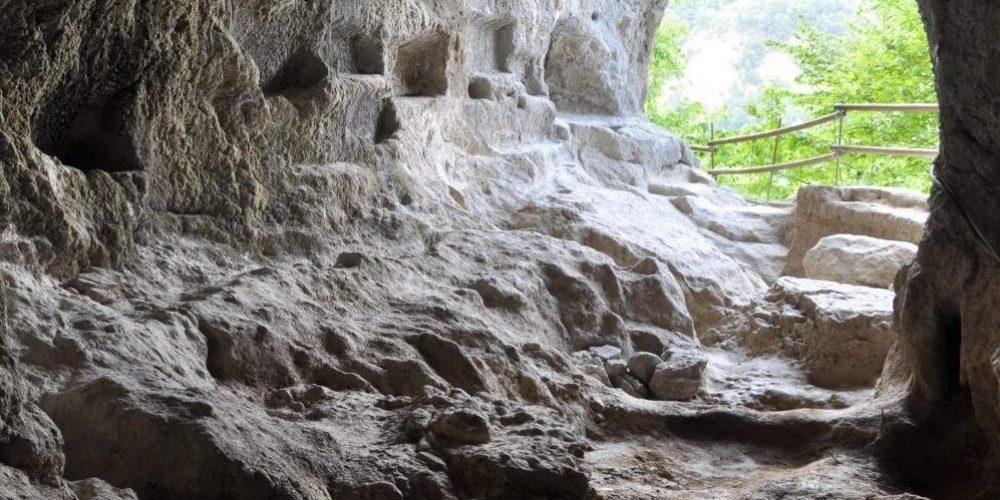 Borghi e grotte nel Parco Regionale della Vena del Gesso Romagnola