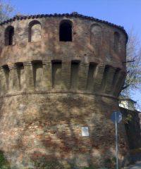 Cassero, torrioni e mura