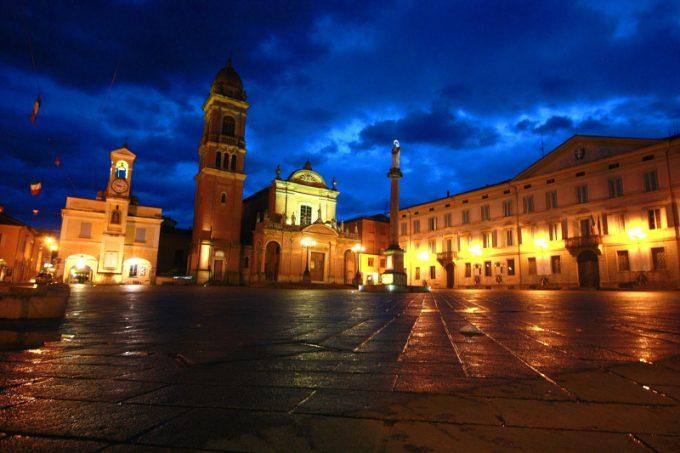 Piazza XX Settembre e Santuario del Crocifisso