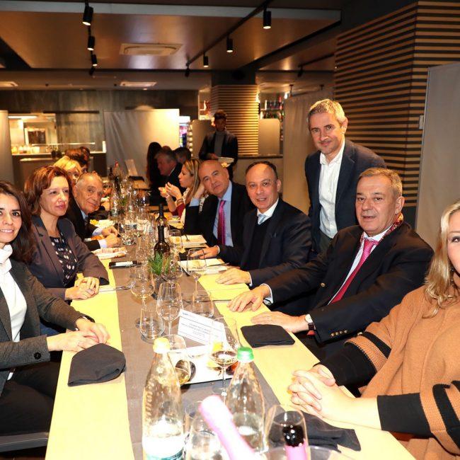 L'ambasciatore argentino in Italia in visita al Mic di Faenza e all'Autodromo